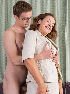 Mature Lady Fuck Young Boy