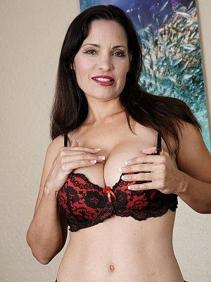 Hot MILF Gianna Chanel