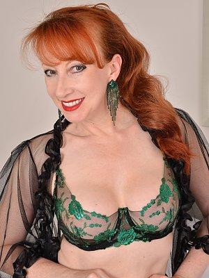 Sexy Mature redhead